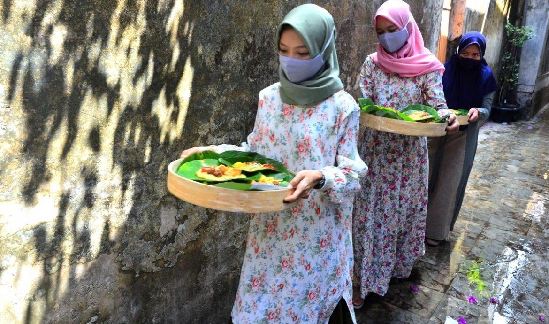 Tradisi Membuat dan Menikmati Bubur Asyura