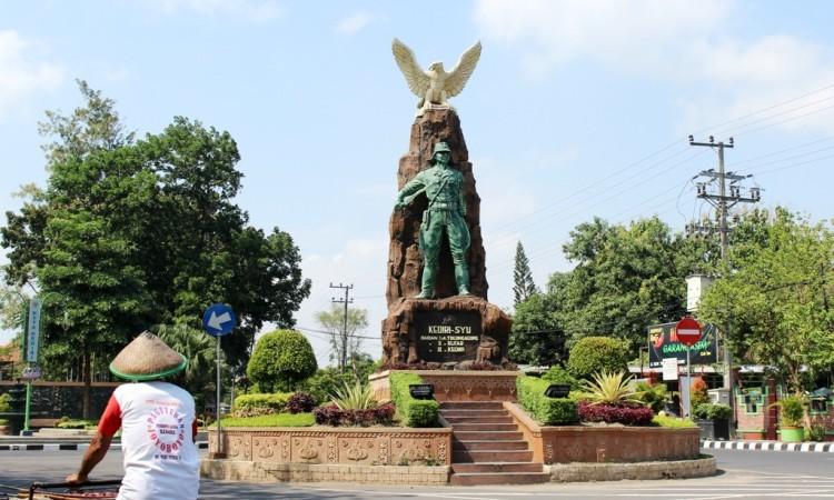 1.   Monumen Syu