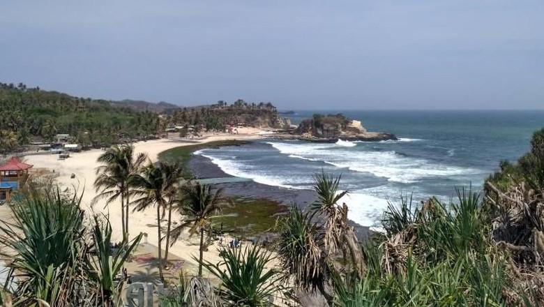 1.       Pantai Klayar Lamongan