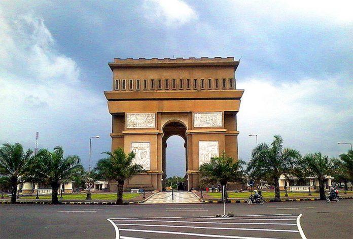 17.   Monumen Simpang Lima Gumul