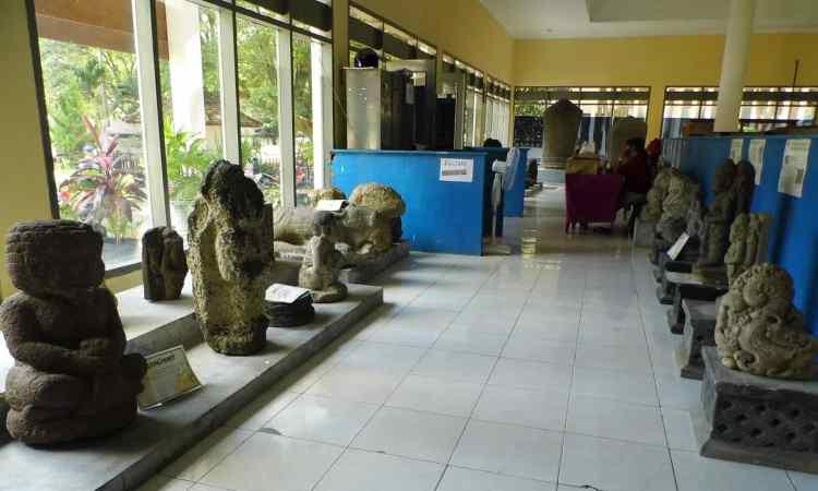 2.   Museum Airlangga