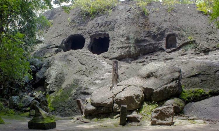21.   Goa Selomangleng