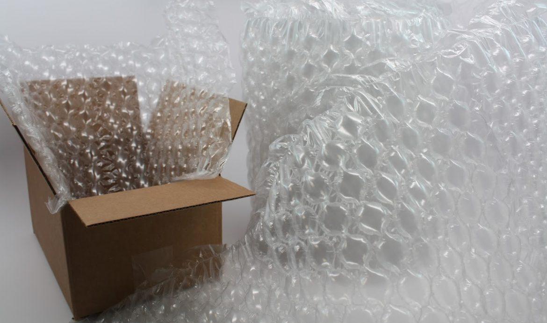 Lapisi Kemasan dengan Bubble Wrap