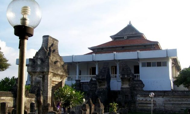 3.       Desa Sendang Duwur