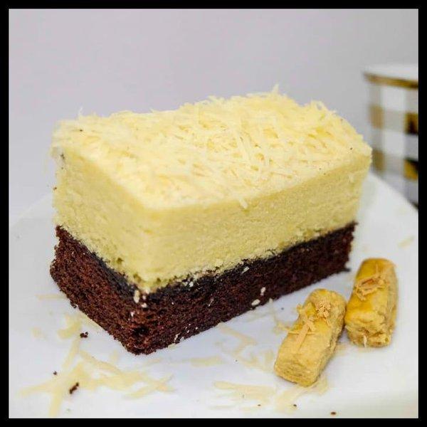 4.       Brownies Kukus Lapis Keju