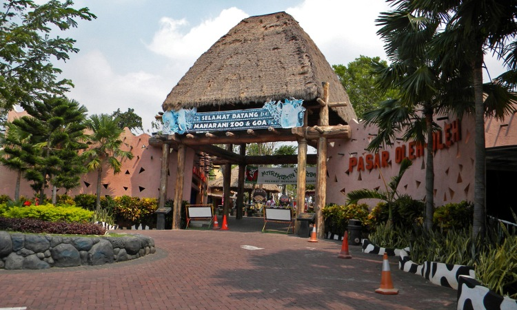 8.       Kebun Binatang Goa Maharani