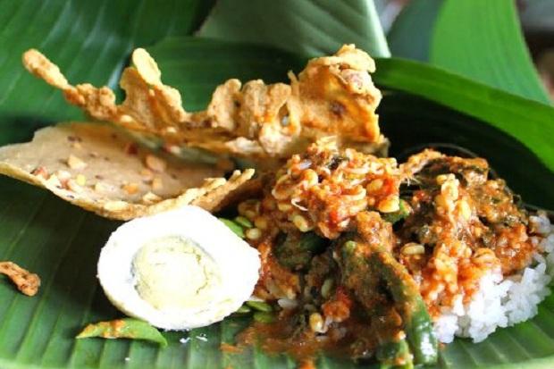 1.   Nasi Pecel