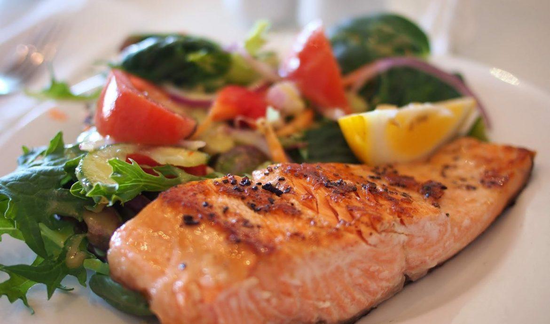 1.   Ikan Salmon Bakar