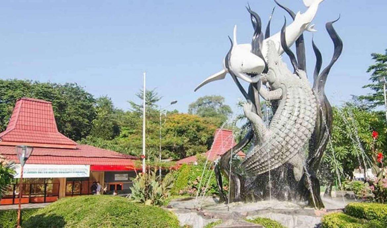 1. Kebun Binatang Surabaya