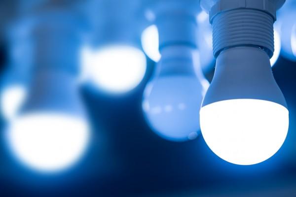 1.   Menggunakan Lampu LED