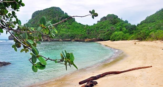 10.   Pantai Clungup