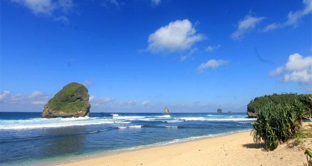 11.   Pantai Wonogoro