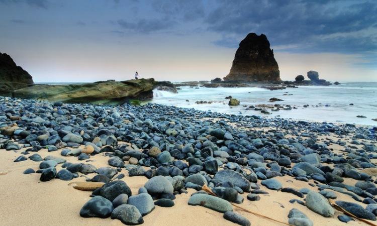 12.   Pantai Papuma