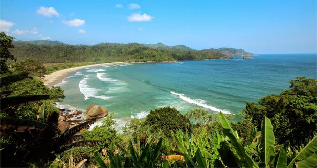 13.   Pantai Lenggoksono