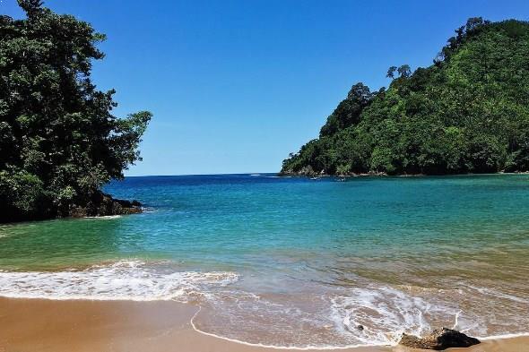 15.   Pantai Bolu-Bolu