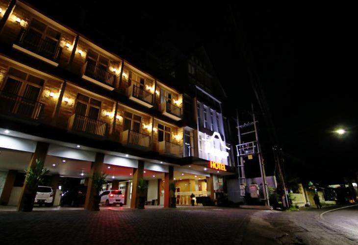 17.   Hotel Damar Malang