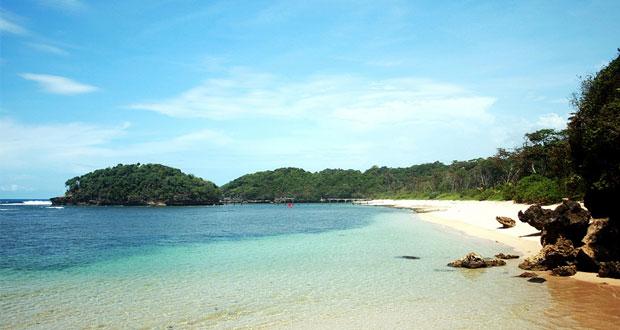 2.   Pantai Sendang Biru