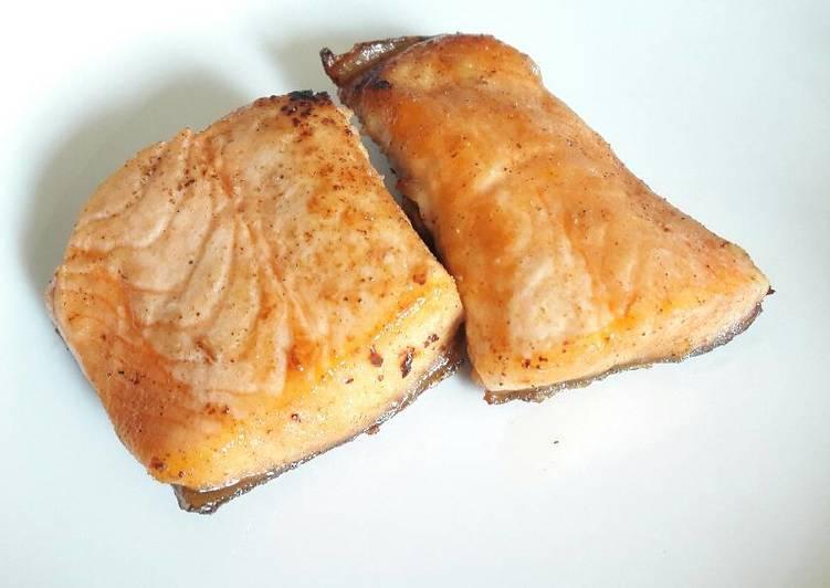 2.   Ikan Salmon Goreng