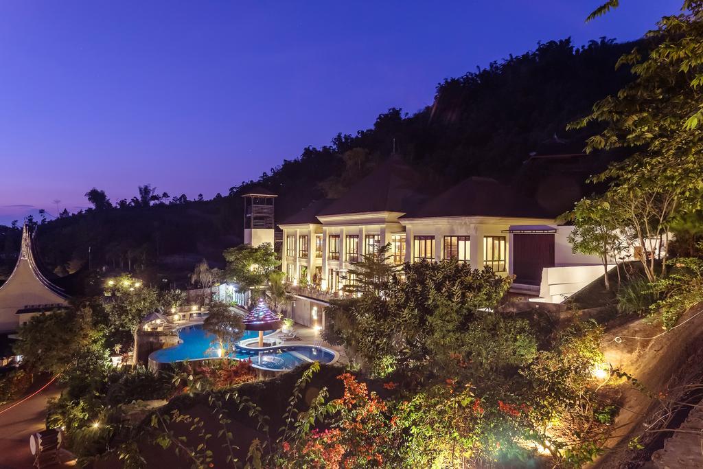 2. Jambuluwuk Batu Resort