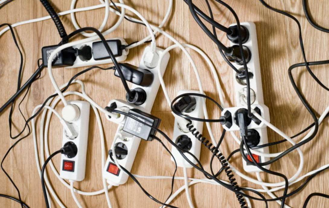 2.   Mencabut Steker Kabel Jika Tidak Digunakan