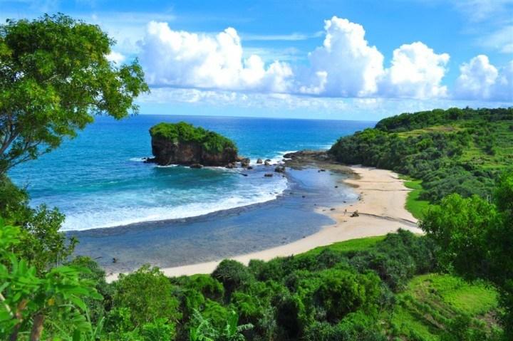 20.   Pantai Kondang Iwak