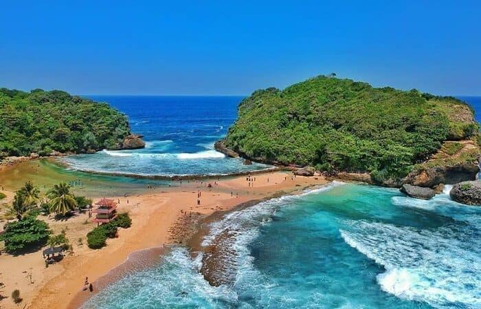 22.   Pantai Batu Bengkung