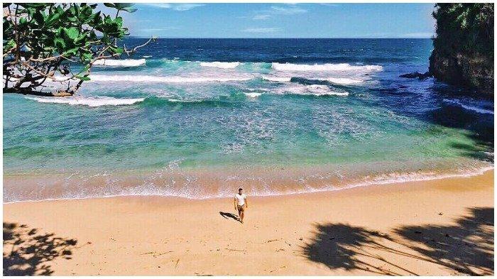29.   Pantai Seling Ombo