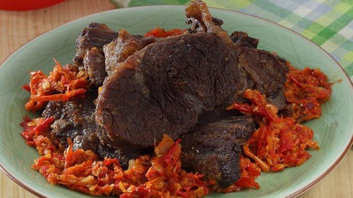 3.   Empal Daging Goreng Sambal Bawang