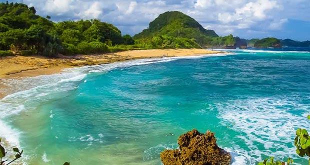 3.   Pantai Gua China