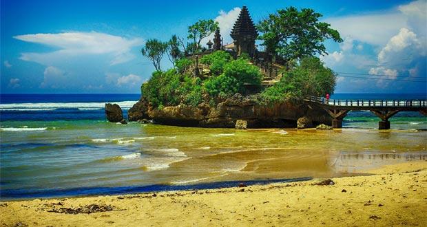 4.   Pantai Balekambang