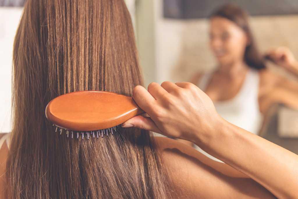 5.   Menyisir Rambut dengan Benar