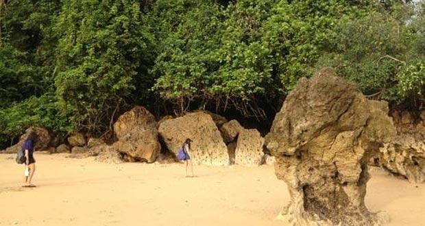 6.   Pantai Kondang Merak