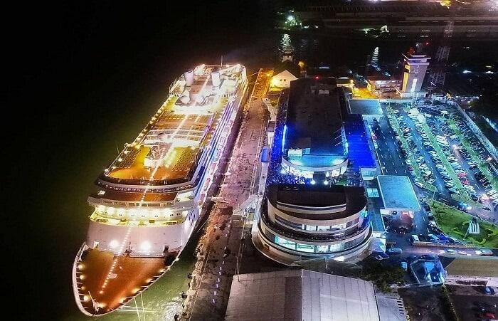 6.   Kapal Pesiar Surabaya North Quay