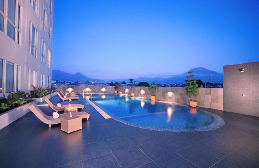 6.   Atria Hotel Malang