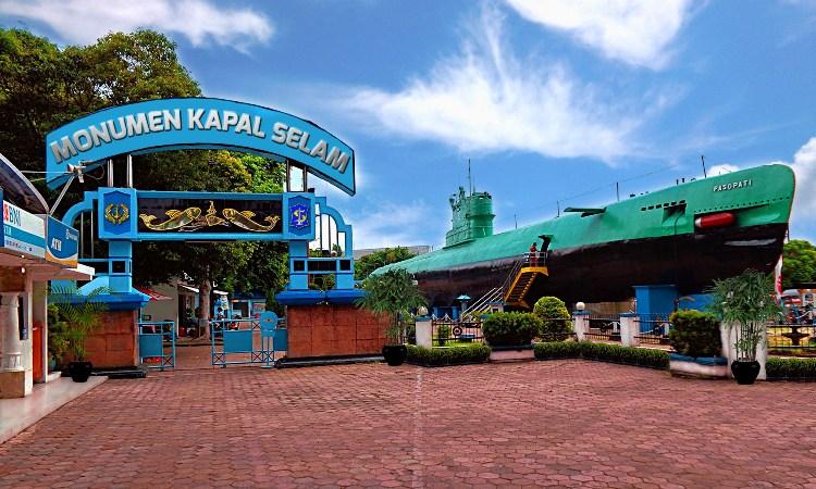 7.   Museum Kapal Selam