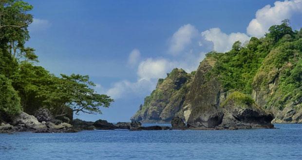 8.   Pantai Sipelot
