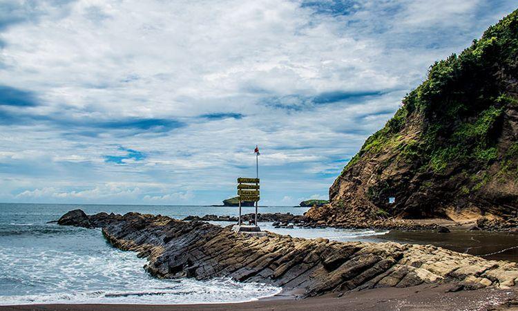 8.   Pantai Watu Ulo