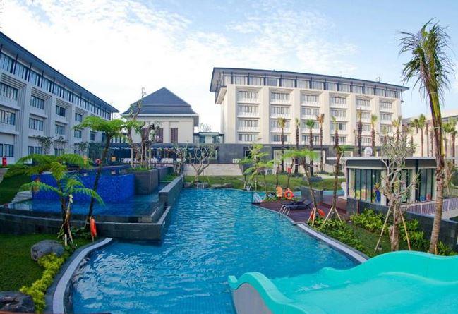 8.   HARRIS Hotel & Convention Malang