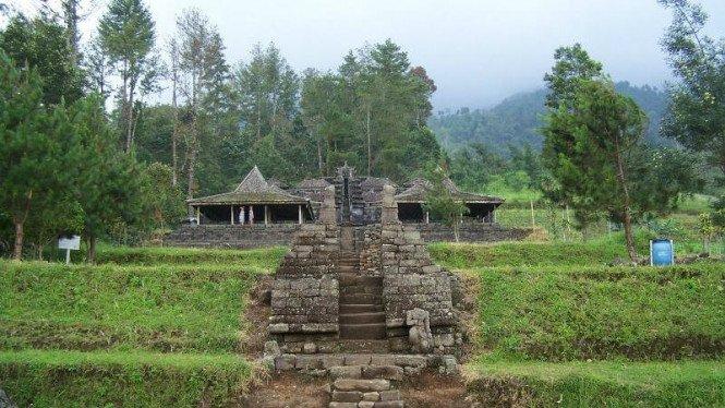 8. Terdapat Replika Candi Borobudur