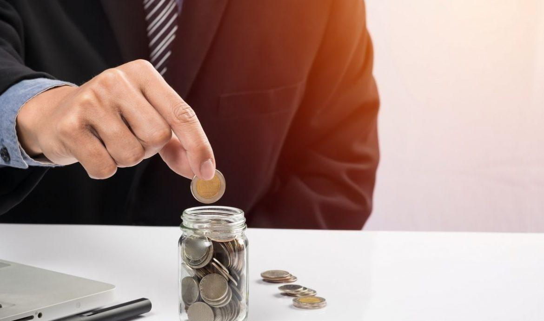 9.   Menghemat Penggunaan Uang