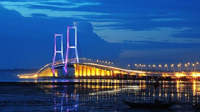 9.       Keindahan Jembatan Suramadu