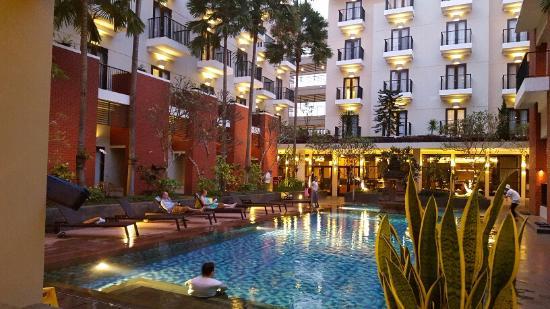 9.   Hotel Santika Premiere Malang