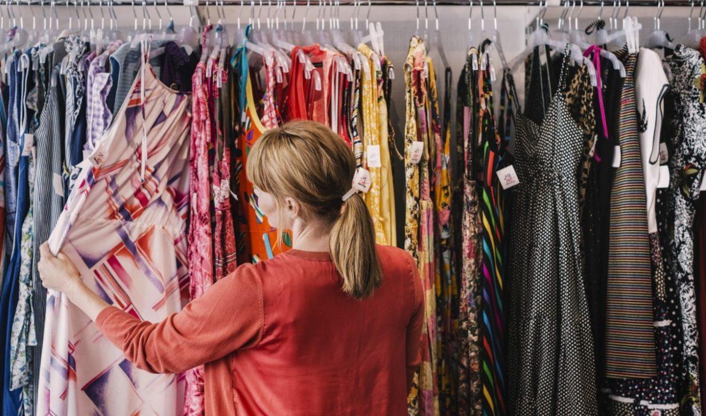9.   Menjual Pakaian Bekas