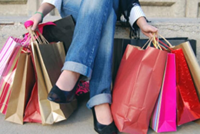. Jangan Belanja Terlalu Berlebihan