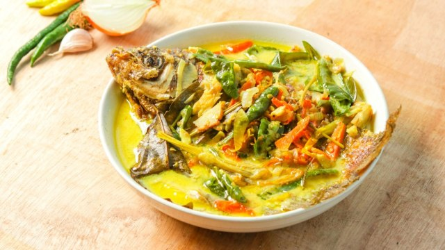 10.   Gulai Ikan Nila