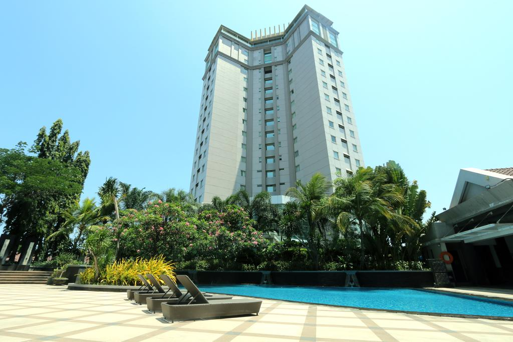 12.   Java Paragon Hotel dan Residences