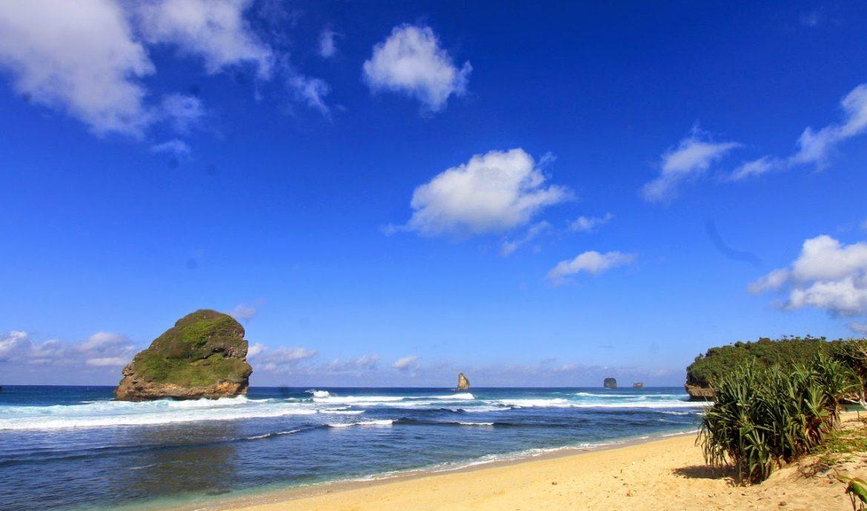 15.   Pantai Wonorogo
