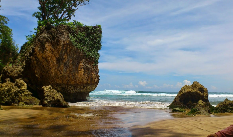 16.   Pantai Ngantep