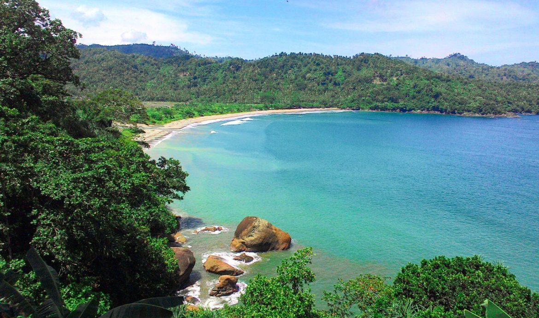 17.   Pantai Lenggoksono