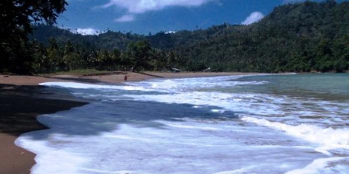 18.   Pantai Wediawu